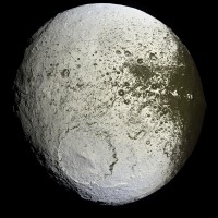 iapetus-moon